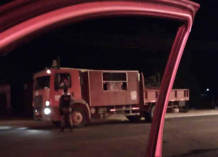 Caminhão tinha 25 trabalhadores. Foto: PM