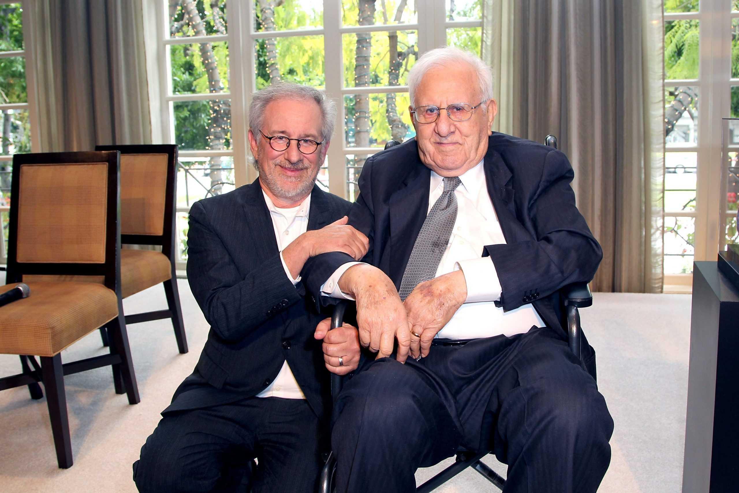 Steven e Arnold Spielberg - Foto: Reprodução