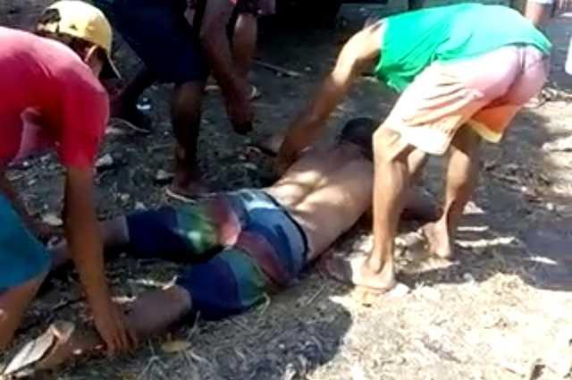 Vítima agonizando no chão. Foto: Reprodução