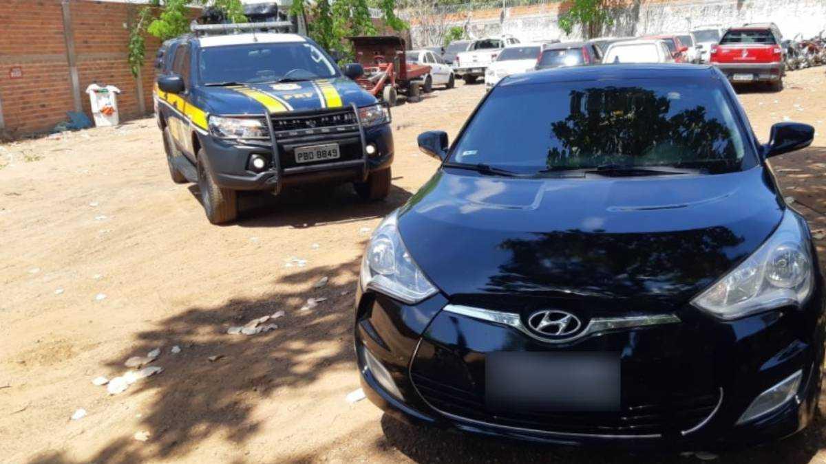 Carro importado apreendido pela PRF. Foto: Divulgação